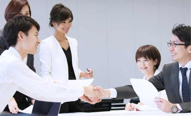 The same staff will support your product application on a long-term basis.  Clients can expect a long-term, stable relationship with the staff handling their projects. イメージ写真
